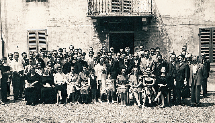 1952. The marriage of Paolo and Lidia Giovine. Guests pose for the camera in front of the house in Nizza Monferrato, built by Francesco at the turn of the nineteenth century. Historic site of the distillery, currently home to an ageing facility.