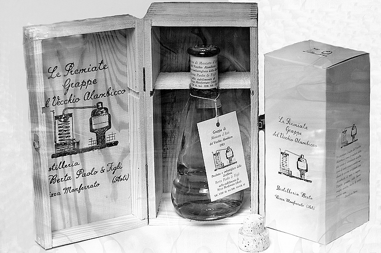 1980. Beuta Berta: the historical flask-shaped bottle used by the family.