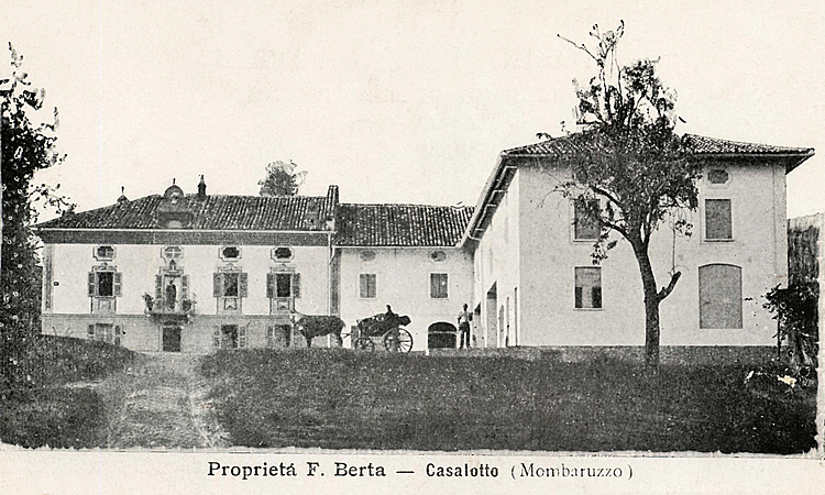 1920. The Roccanivo Farmstead in an old postcard from that time.