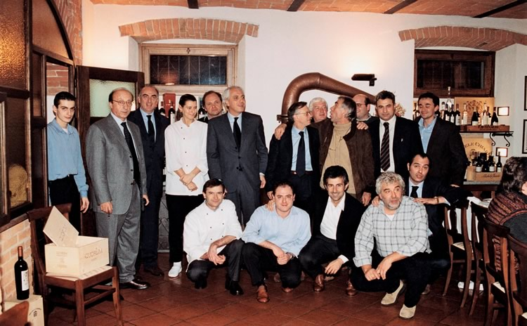 1999. Gianfranco and Enrico in the Nizza Tavern with friends and the management of the Juventus football team.